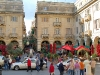Plaza concurrida en Valetta