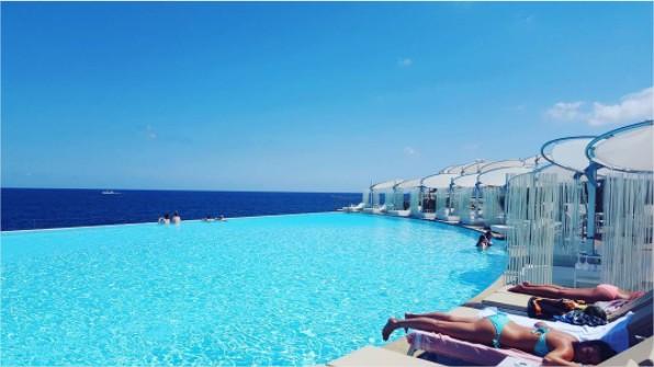Las piscinas m s espectaculares de malta descubre for Piscinas espectaculares