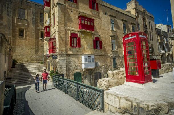 ¿por qué se habla inglés en Malta?