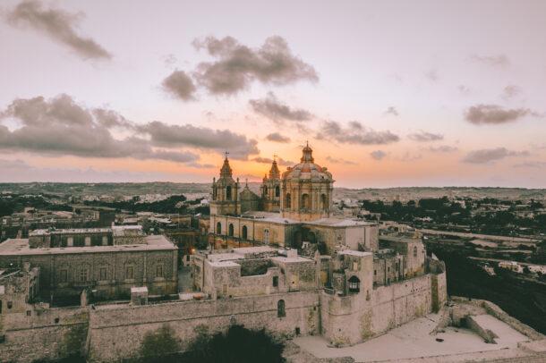 foto aérea de Mdina, ciudad de Malta